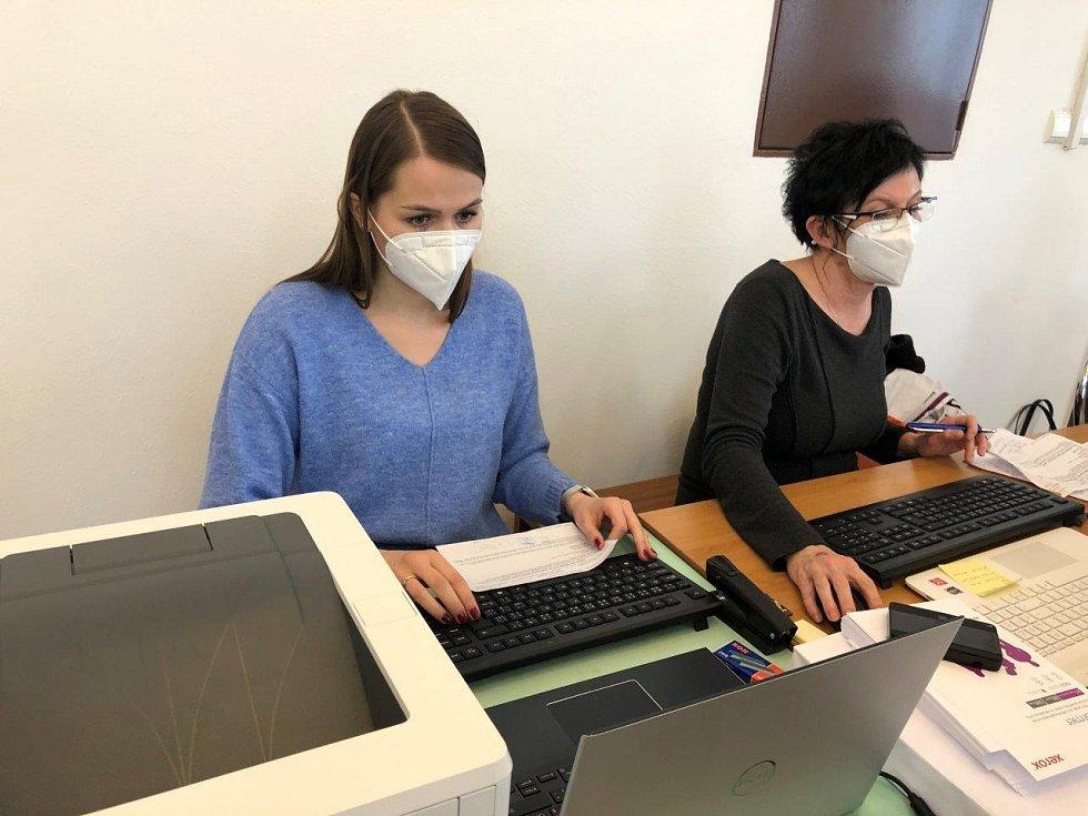 Obyvatelé domů s pečovatelskou službou v Prachaticích, ti, kteří měli zájem, mají druhé očkování proti nemoci Covid-19 úspěšně za sebou.