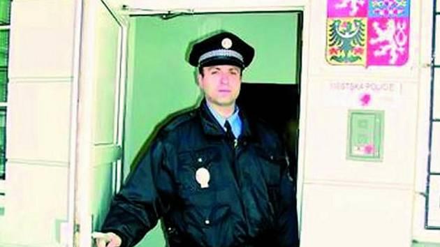 PŘESTĚHUJÍ SE. V budoucnu změní strážníci městské policie své působiště. Současné místo bude prodáno.
