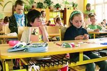 SPOKOJENOST. Děti ze Základní školy ve Vitějovicích si na dovybavení učeben ještě počkají. Naopak například žáci Základní školy ve Vodňanské ulici v Prachaticích  jsou v učebnách spokojené.