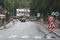Kdy se Vimperští dočkají kompletní rekonstrukce nejživější ulice 1. máje, ještě stále není rozhodnuto. Za poslední tři roky na ní pouze přibývaly překopy a záplaty spojené s výměnami teplovodů, plynových přípojek či jen prostými haváriemi.