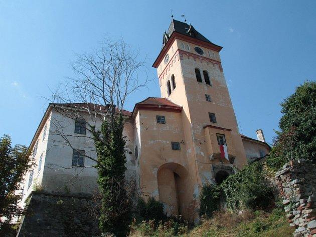 Vimperský zámek se připravuje na novou sezonu, ta letošní začne oněco dříve.