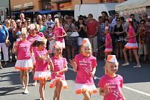 Čtvrtek 6. července patřil v Husinci Husovým oslavám. Den zahájily mažoretky. Stánkaři nabízeli zboží všeho druhu.