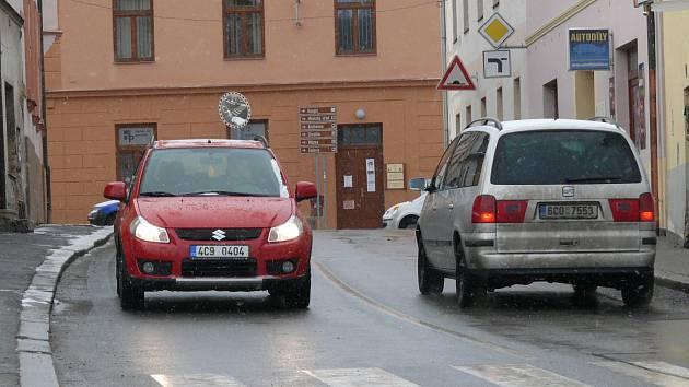 Jánská ulice v Prachaticích už je zase obousměrně průjezdná.