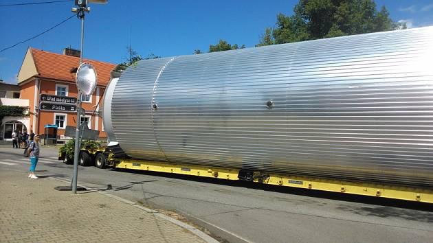 Přeprava nadměrného nákladu ze Strážného do Netolic ve čtvrtek 30. července.  Lhenice.