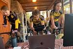 Virtuální závody cyklistů získávají na oblibě.