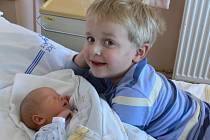 Jan Ištok se v prachatické porodnici narodil v pátek 5. října v 09.16 hodin. Chlapeček vážil 3330 gramů a měřil 50 centimetrů. Rodiče Lada a Jan jsou z Vlachova Březí. První fotografování si nenechal ujít pětiletý bráška Adámek.