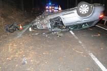 Řidič skončil s vozidlem na střeše.