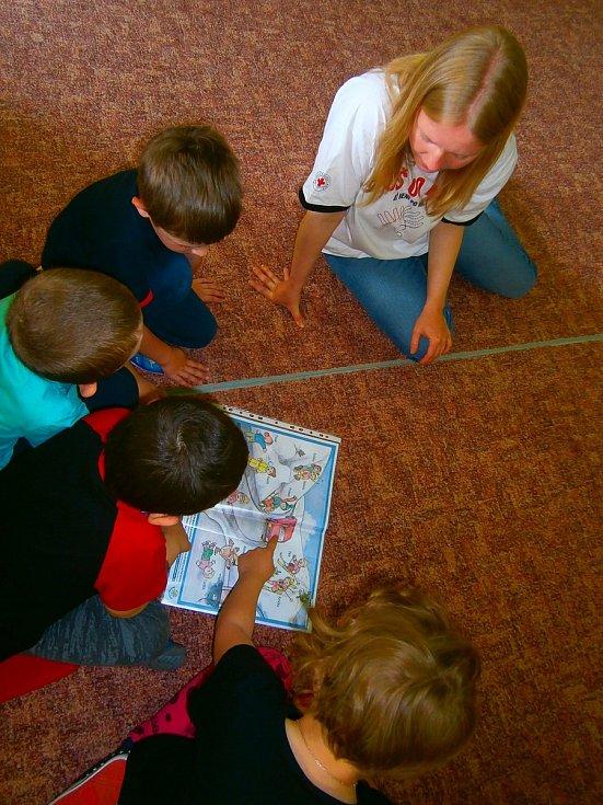 Program zaměřený na první pomoc pro předškoláky připravily lektorky Českého červeného kříže Prachatice.