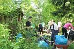 Dobrovolníci se pustili do úklidu na Lázních sv. Markéty.