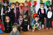 Děti z Mateřské školy ve Čkyni si užijí mnoho akcí, při jedné takové se pak převlékají do masek. Oblíbeným je dětský karneval.