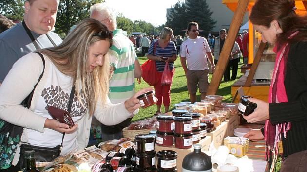 Tradičně se každou první sobotu v měsíci konají v Chlumanech trhy.