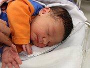 Pětiletá Anička z Vimperka má od středy 1. listopadu malého brášku. Tobiáš Beneš se Lucii a Josefovi Benešovým narodil v prachatické porodnici v osm hodin ráno. Vážil 4750 gramů.