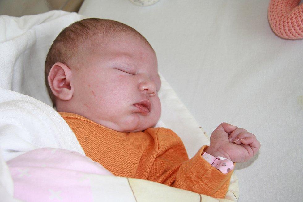 ELIŠKA ŽIŽKOVÁ, PRACHATICE. Narodila se ve čtvrtek 23. května ve 20 hodin v prachatické porodnici. Vážila 3850 gramů. Rodiče: Michaela a Vladimír Žižkovi.