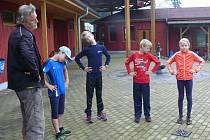 Trénink malých triatlonistů.