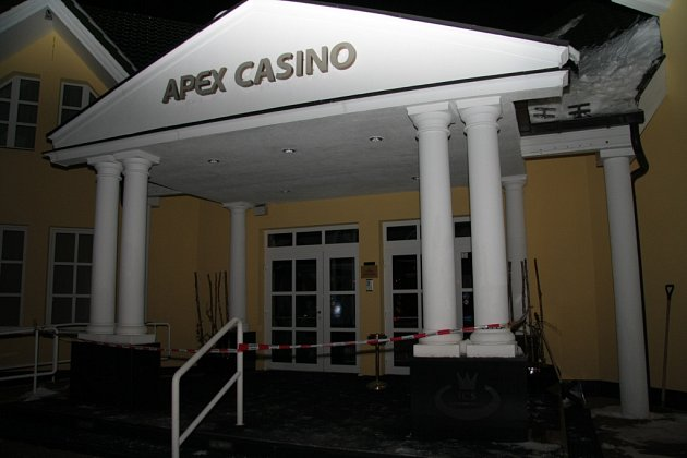 Casino ve Strážném museli opustit všichni hosté. Minimálně týden si tam nezahrají.