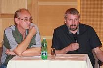 Pavel Česal a Pavel Lejsek (zleva) odpovídali zastupitelům na jejich dotazy týkající se stavby první etapy Areálu vodních sportů.