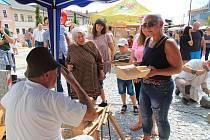 Volarské slavnosti dřeva přilákaly do šumavského městečka stovky lidí. Všichni ochutnávali dobroty, poslouchali muziku a pozorovali zručné řemeslníky při práci.