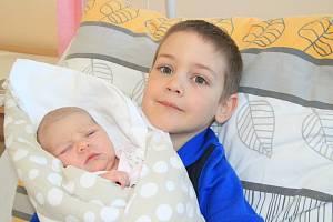 KRISTINA VOHRADSKÁ, PRACHATICE. Narodila se ve středu 6. března v 9 hodin a 53 minut v prachatické porodnici. Vážila 3500 gramů. Má brášku Radečka (6 let). Rodiče: Jaroslava Motyčková a Jan Vohradský.
