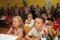 Prázdniny skončily, nový školní rok začal i pro žáky Základní školy Zlatá Stezka 240 v Prachaticích.
