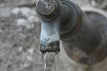 S vodou mají v řadě obcí problémy.