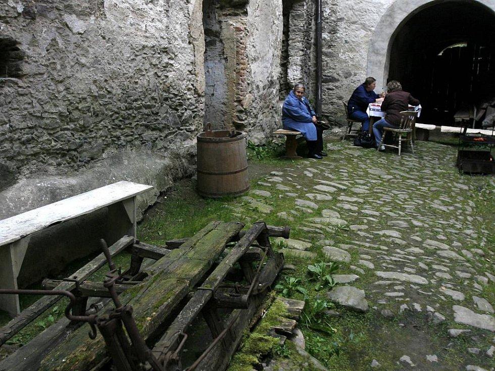 Slavnosti medu a medoviny na tvrzi v Drslavicích.