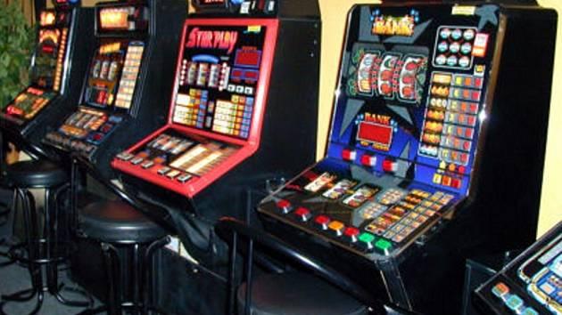 Z výherního automatu z jednoho z vimperských barů odcizil dosud neznámý zloděj peníze v hodnotě několik desítek tisíc korun. Ilustrační foto.