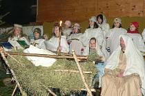 Husinečtí připravili živý betlém.