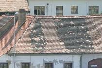 Střešní krytinu vymění v Nové Peci na dvou bytových domech. Ilustrační foto.