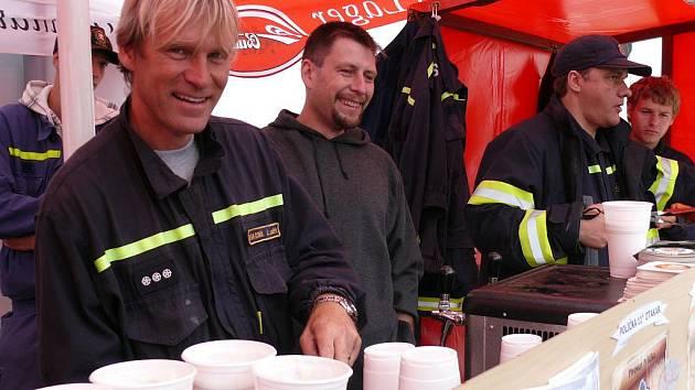 Plné ruce práce měli hlavně volarští dobrovolní hasiči, kteří se starali o občerstvení.