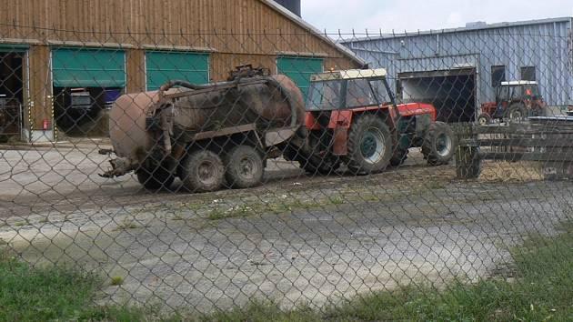 Zloděj z pracovních strojů odčerpal sedm set šedesát litrů nafty. Ilustrační foto.
