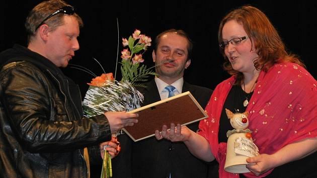 Vítězem 40. ročníku divadelní přehlídky Štít města Prachatice se po právu a po zásluze stal Divadelní spolek Kroměříž za inscenaci Mikve.