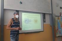Přednáška na gymnáziu.