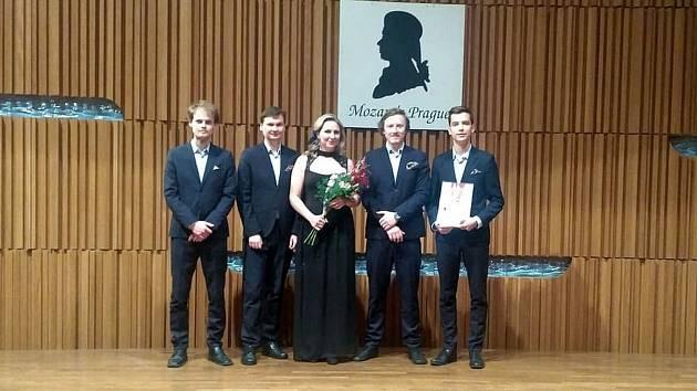 Klarinetový soubor Prachatice slaví vítězství. Z Mozartovy Prahy přivezl zlaté pásmo.
