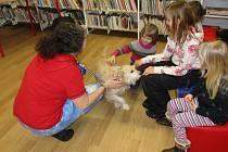 Síta Rojová vyprávěla v knihovně o józe.