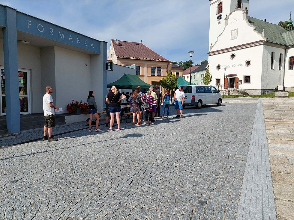 Mobilní očkovací centrum ve Vimperku.