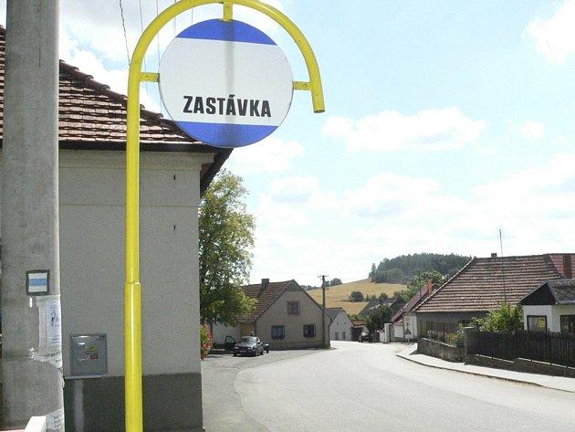 U autobusových zastávek chybějí čekárny, obce nemají peníze. Ilustrační foto.