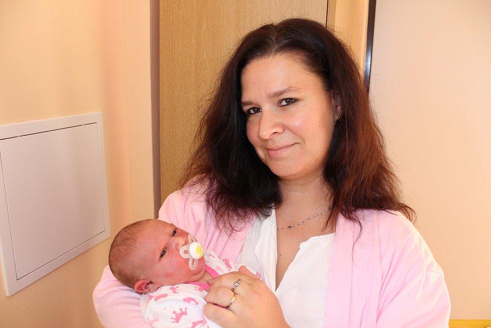 Sourozence Radka (18), Míšu (13), Vojtu (10), Lucinku (5) a Vanesku (3) má Ema Hesová, která se narodila 17. října ve 21 hodin. Vážila 4470 gramů. Rodina manželů Lenky a Vojtěcha žije v Nebahovech.