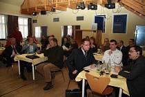 Starostové šumavských obcí diskutovali v úterý 13. ledna v Horní Plané o budoucnosti Šumavy s náměstkem ministra životního prostředí Vladimírem Manou.