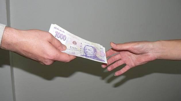 Sedmadvacetiletý muž se dopustil úvěrového pododu, když lhal o svém zaměstnání, aby úvěr dostal. Ilustrační foto.