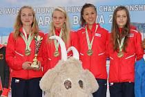 Zlatý tým juniorek, B. Havlíčková druhá zleva.