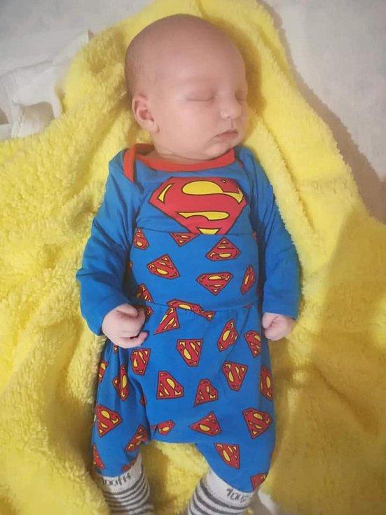 DAVID MALÍK, BOŠICE. Narodil se ve středu 17. dubna v 15 hodin. Vážil 3860 gramů. Rodiče: Jana Horňáková a David Malík.