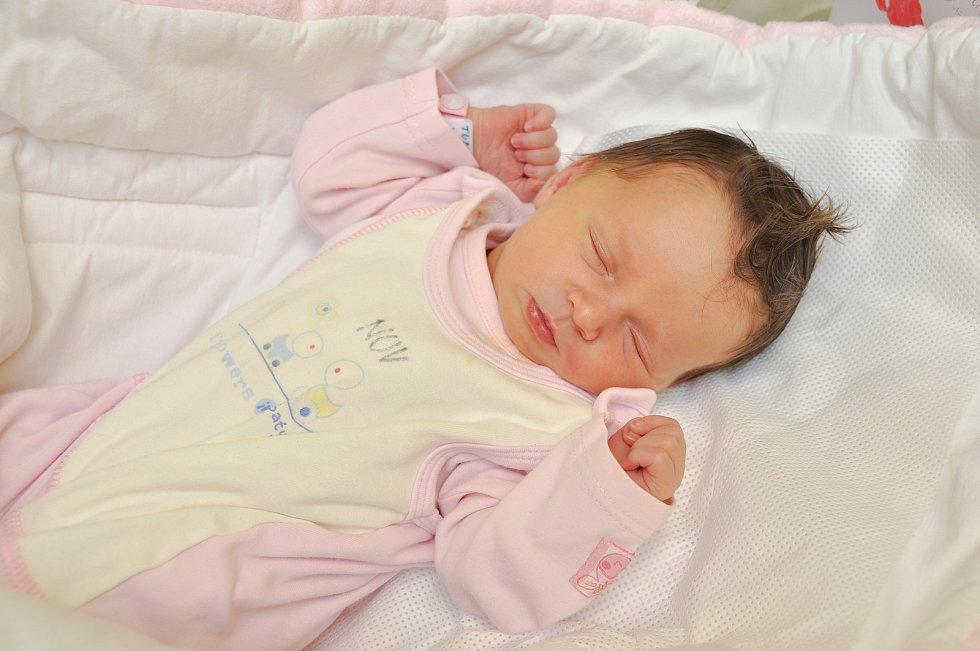 ELIŠKA TURKOVÁ, VIMPERK. Narodila se ve středu 8. ledna v 19 hodin a 4 minuty ve strakonické porodnici. Vážila 3420 gramů. Rodiče: Simona a Michal.