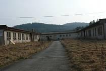 Dubští odkoupili pozemek i s budovami bývalého internátu.