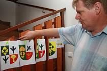 v Šumavských Hošticích se v rámci voleb konalo i referendum o znaku obce.