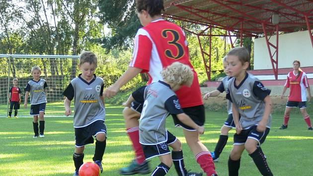 Maminky se postavily nejmenším fotbalistům. Nestačily na ně.