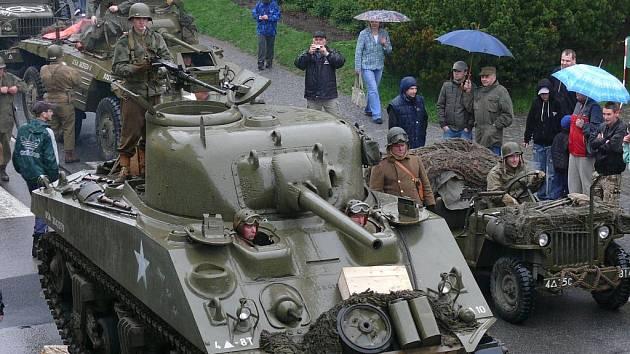 Historická vojenská technika v těchto dnech křižuje Prachatickem.