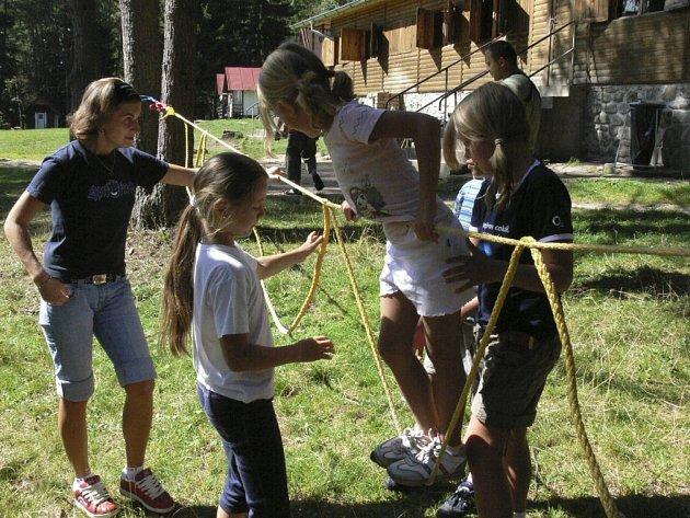 U Nové Pece na základně Jezero tráví prázdniny 25 dětí z Vimperka a Dětského domova Koryto u Zbytin.