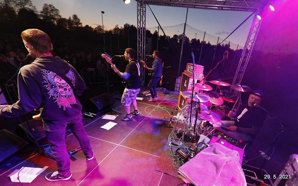 První koncert Wohnouti po koronavirové pauze hráli v Tučapech na Táborsku.