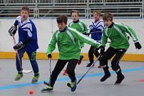 Žáci 6. a 7. tříd ZŠ z Prachaticka se utkali v okresním kole seriálu Hokejbal proti drogám.