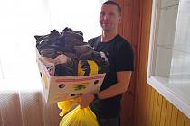 V loňském roce řada dobrovolníků poskytla ponožky do sbírky nejen pletené, kterých bylo sto padesát párů, ale i kupované. Několik desítek jich tedy bylo předáno další cílové skupině, a to lidem bez domova, se kterými pracuje Prevent99.  Foto: Hanka Rabenh